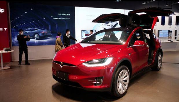 Tesla'nın araçlarında otomatik pilot trafik ışıklarını otomatik algılayacak VİDEO