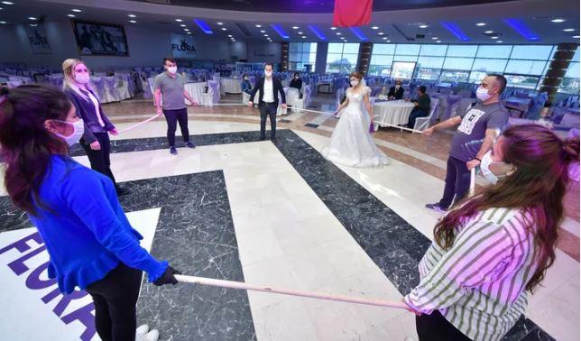 2020 yılında düğünler nasıl yapılacak? Düğün salonlarına ne zaman izin verileceği merak ediliyor