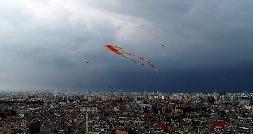 Adana'da uçurtma uçurmak yasaklandı! İşte yasağın nedeni..