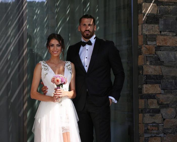 Survivor yarışmacısı Ezgi Avcı ile basketbolcu Nemanja Djurisic evlendi!