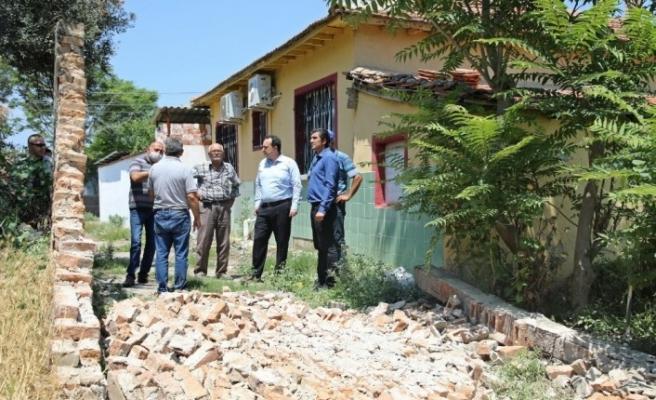 Başkan Dutlulu deprem bölgesindeki vatandaşları ziyaret etti