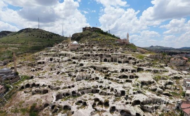 Dünyanın en büyük yamaç yerleşim alanı turizme açılıyor