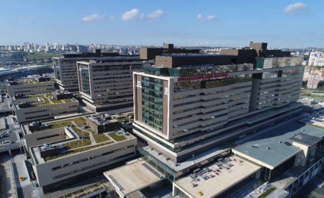 (ÖZEL) Başakşehir hastanesinde ilk organ nakli anneden 16 yaşındaki oğluna