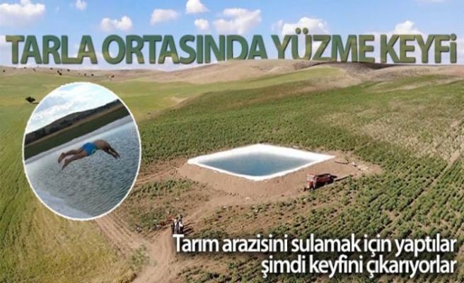 Tarım arazisini sulamak için yaptıkları dev havuzda yüzme keyfi
