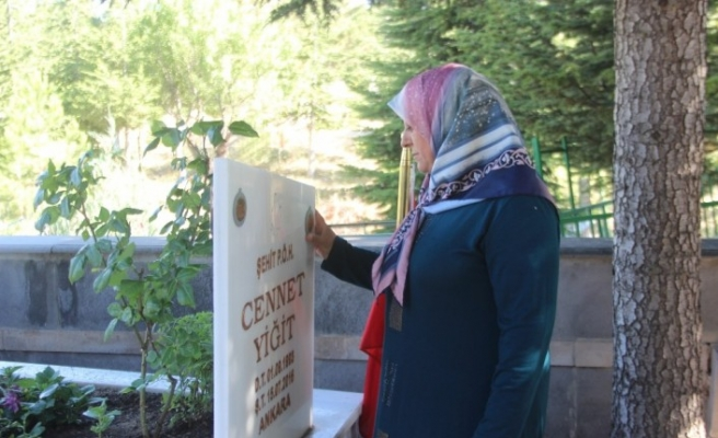 """15 Temmuz Şehidi Cennet Yiğit'in annesi Huriye Yiğit: """"Özlemimiz büyük ama gururumuz daha büyük"""""""