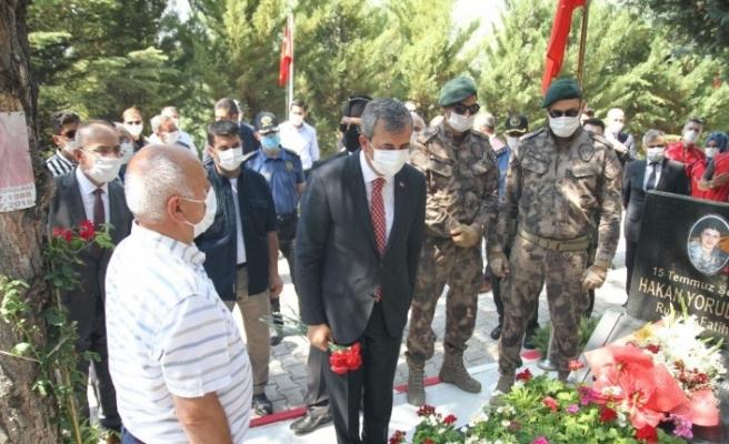 """15 Temmuz şehidi PÖH Hakan Yorulmaz'ın babası: """"Bu ülkenin kaderini Seyit Onbaşılar ile 15 Temmuz kahramanları belirledi"""""""