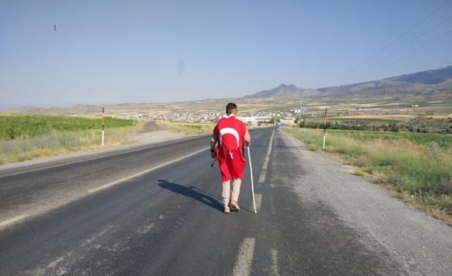 4 yıldır 47 kilometrelik yolu 251 şehit için yürüyor