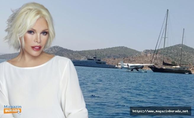 Ajda Pekkan'dan Sıkı Önlemli Tatil: Güneşlenmek İçin Deniz Uçağı Kiraladı