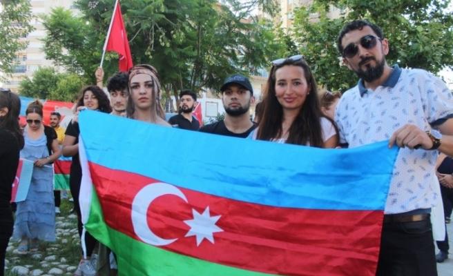 Antalya'daki Azerbaycanlılar, Ermenistan saldırılarını protesto etti
