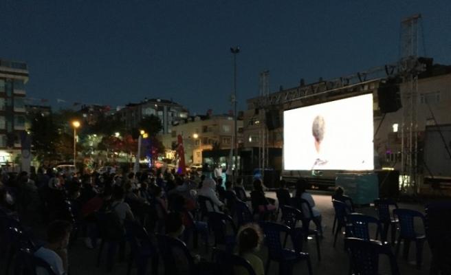 Arnavutköylü miniklere açık havada sinema keyfi