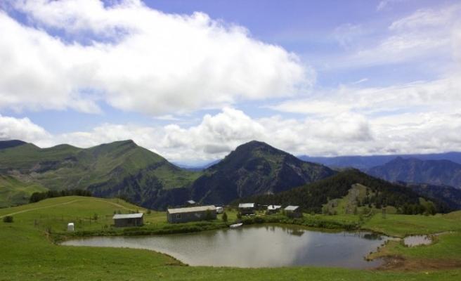 Artvin'de 2 bin 550 metre yükseklikteki saklı cenneti Petnos Gölü keşfedilmeyi bekliyor