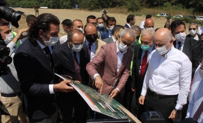 Bakan Karaismailoğlu Selçuk-Ortaklar Şantiyesini ziyaret etti