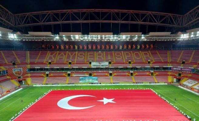 Dünyadaki en büyük Türk bayrağı Kayseri'de açıldı
