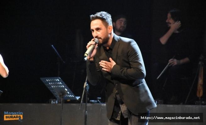Ebral Aydın Ferdi Tayfur'un Efsane Şarkısını Karadeniz Versiyonuna Çevirdi
