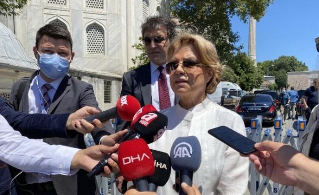 Eski başbakan Tansu Çiller, Ayasofya Camii'ne geldi