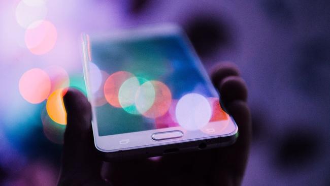 Günde 4 saatten fazla 'mobil'deler