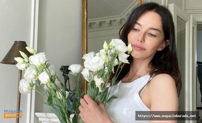 Hande Ataizi'nin Bikinili 46 Yaş Pozuna Övgü Yağdı!