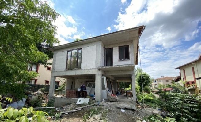 İhtiyaç sahibi aileye mahalleliden imece usulü ev