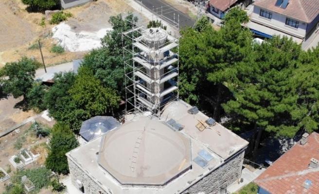 Minare restorasyonu leylekler için durduruldu