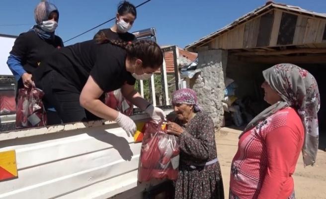 Öğrenciler dezenfektan üretti, öğretmenler köy köy dağıttı