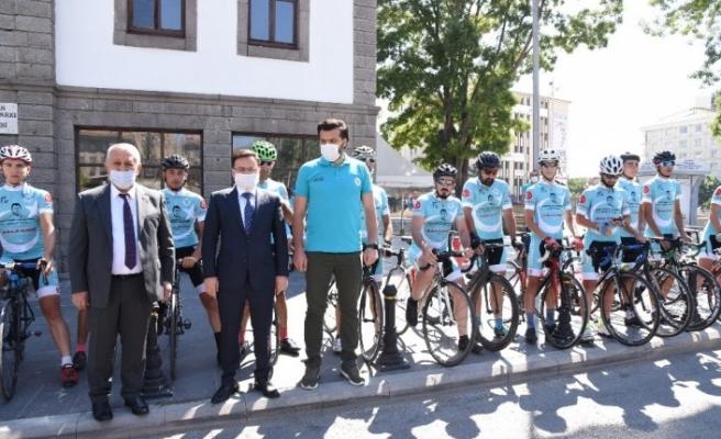 Ömer Halisdemir Bisiklet turuna katılanlar Afyonkarahisar'da