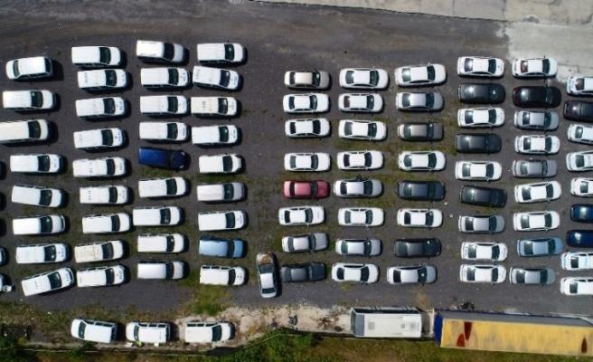 (ÖZEL) Servet değerindeki otomobiller çürümeye terk edildi
