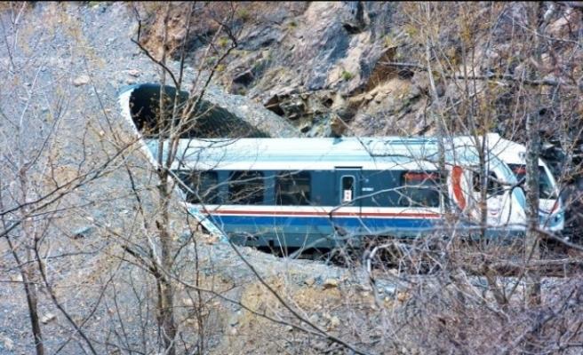 (Özel) TCDD'den riskli bölgelerde trenlere kaya düşmesini engellemek için yeni tünel