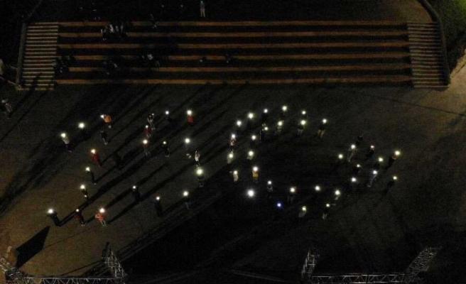Pendik'te gençlerin 15 Temmuz ışıklı görseli havadan görüntülendi