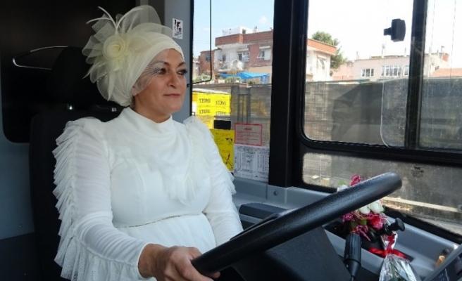 Şoför çiftin gelin arabaları, kullandıkları belediye otobüsü oldu