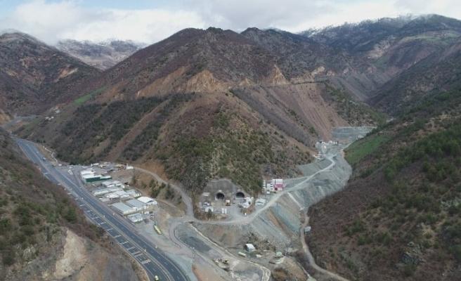 Türkiye'nin en uzun çift tüplü karayolu tünelinin yüzde 68'i tamamlandı