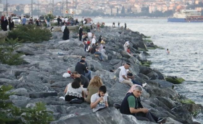 Üniversite sınavı sonrası aileler sahil ve piknik alanlarına akın etti