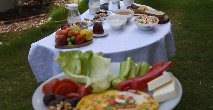 """Uzmanlar uyarıyor: """"Ramazandan sonra beslenmeye dikkat edilmeli"""""""