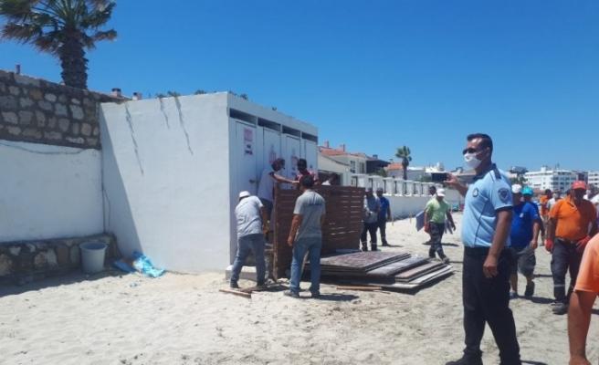 Vatandaşlar plajda güneşlenirken yıkıma geldiler