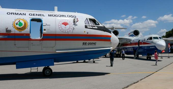 Yeni yangın uçakları İzmir'de tanıtıldı