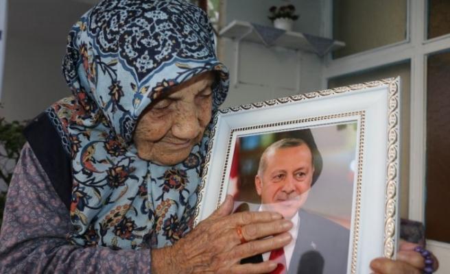 112 yaşındaki Güllü nine, Cumhurbaşkanı Erdoğan'a olan sevgisini böyle anlattı