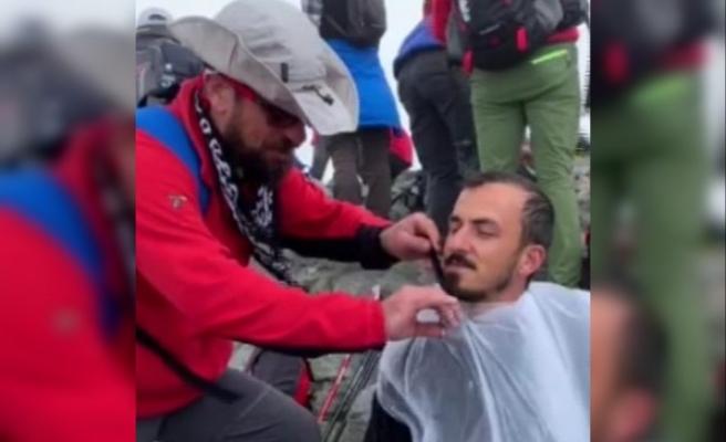 3 bin 937 rakımlı Kaçkar Dağı zirvesinde traş keyfi