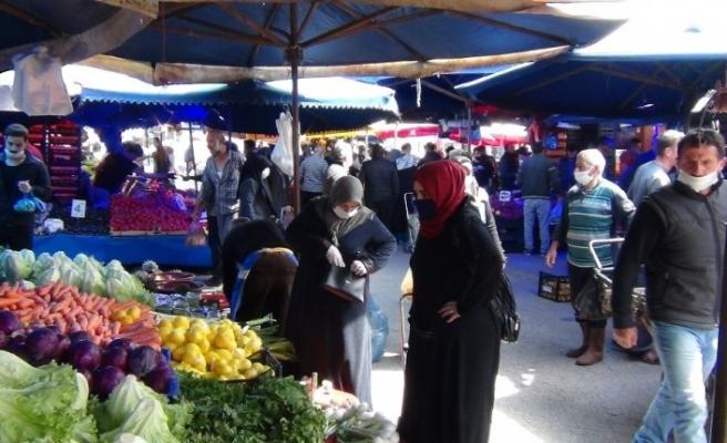 65 yaş üstünün AVM ve pazar alanlarına girişleri de yasaklandı