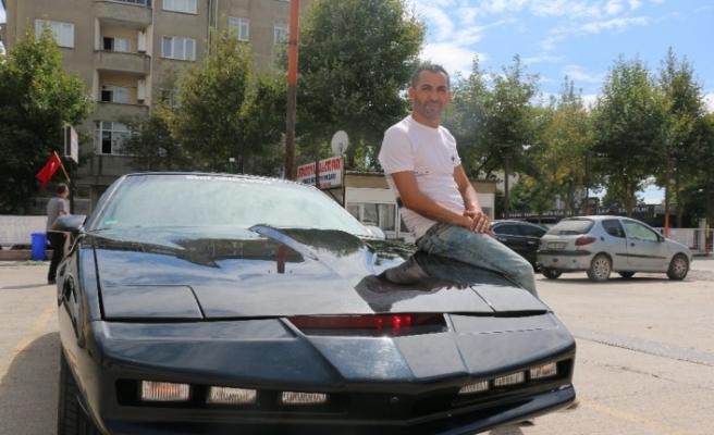 80'lerin efsanesi konuşan araba Kitt'i Türkiye'ye getirerek Cem Yılmaz'a gönderme yaptı