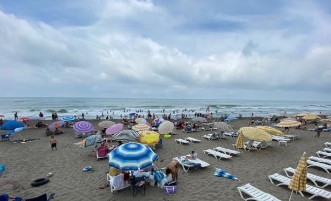 Akçakoca'da Kalkın Plajı temizliği ile dikkat çekiyor