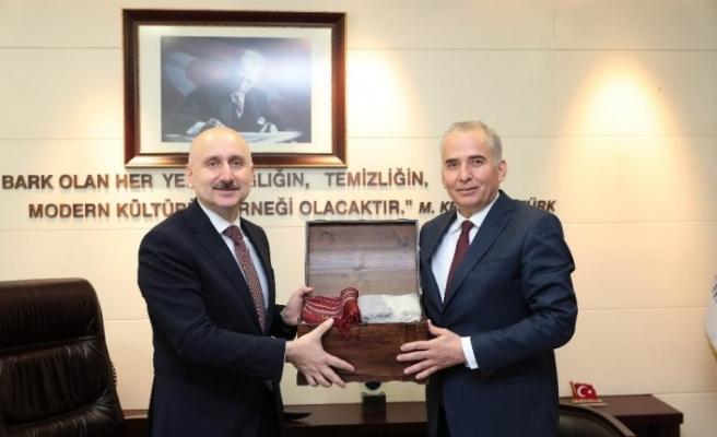 """Bakan Karaismailoğlu: """"Aydın-Denizli Otoyolu ülkemizi de ilgilendiriyor"""""""
