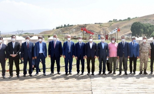 Bakan Yardımcıları ve Bilal Erdoğan 1071 etkinlik alanında incelemelerde bulundu