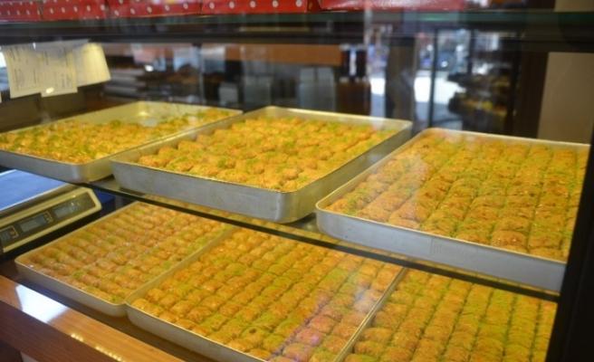 Baklava ve bayram şekerleri satıcıları geçtiğimiz yılları arıyor