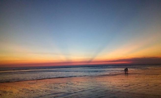 """Bangladeş'teki dünyanın en uzun """"doğal plajı"""" yeniden açıldı"""
