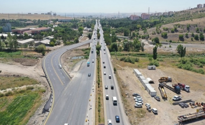 Başkent'te trafik yoğunluğunu azaltacak projeler hızla ilerliyor