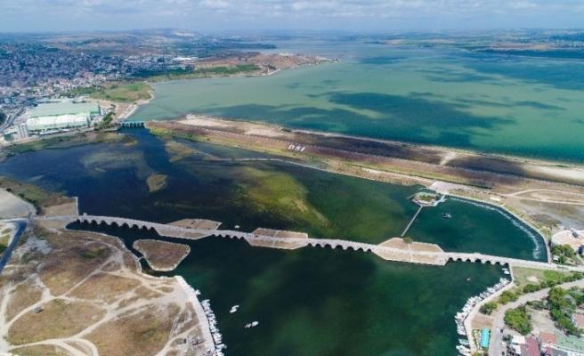 Büyükçekmece Gölü'nde korkutan görüntü: Su seviyesi yüzde 30 seviyelerine düştü