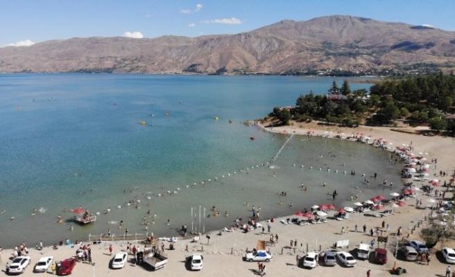 Doğunun gizli denizi Hazar'da bayram yoğunluğu
