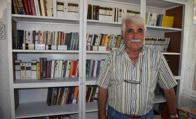 Emekli eğitim müfettişi, gençler okuma alışkanlığı kazansın diye 76 yaşında kütüphane kurdu