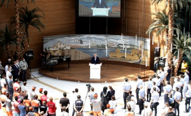 Fatih Belediye Başkanı M. Ergün Turan personelle bayramlaştı