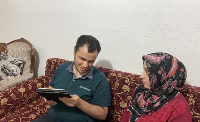 Görme engelli genç çiftin mezuniyet heyecanı