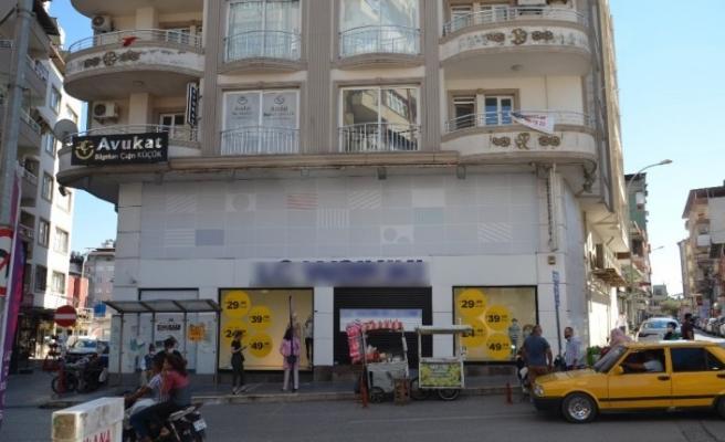 Hatay'da çalışanlarında korona virüs tespit edilen zincir mağaza kapatıldı
